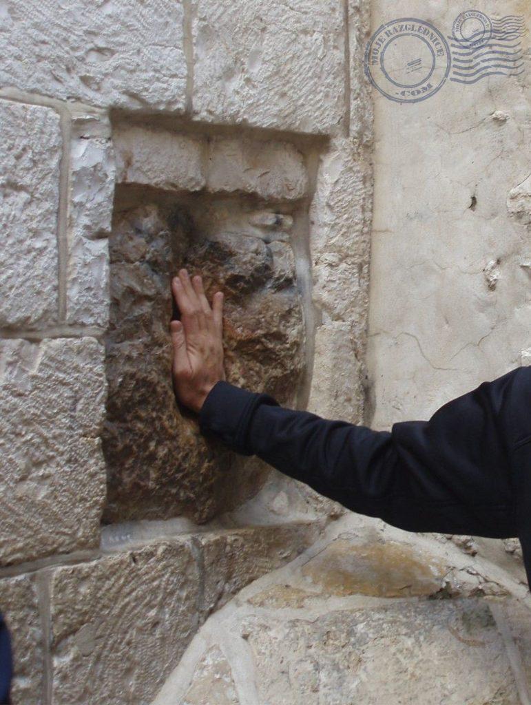 Mjesto na kojem se Isus naslonio rukom na zid