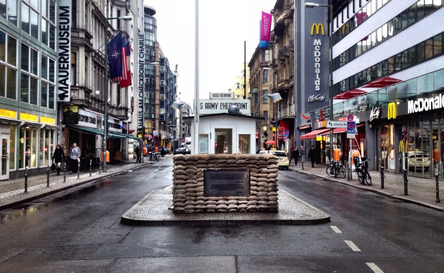 Checkpoint-Charlie-Why-you-shouldnt-visit-it