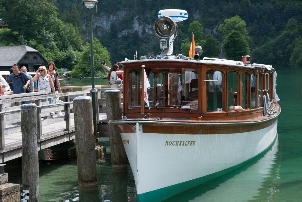 Kraljevsko jezero brod