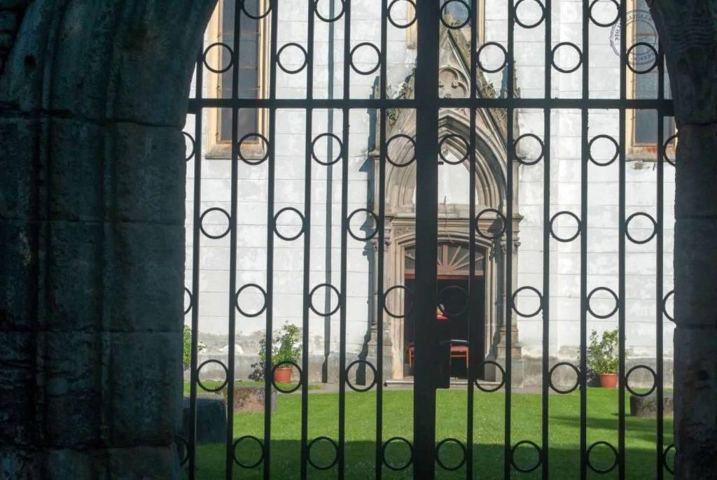 Ostarije crkva