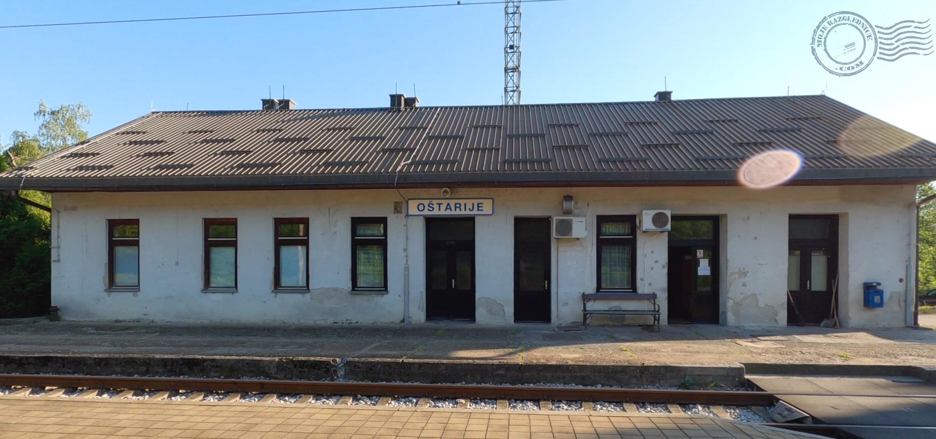 Oštarije, Josipdol Željeznička stanica, Vlak, Kolodvor